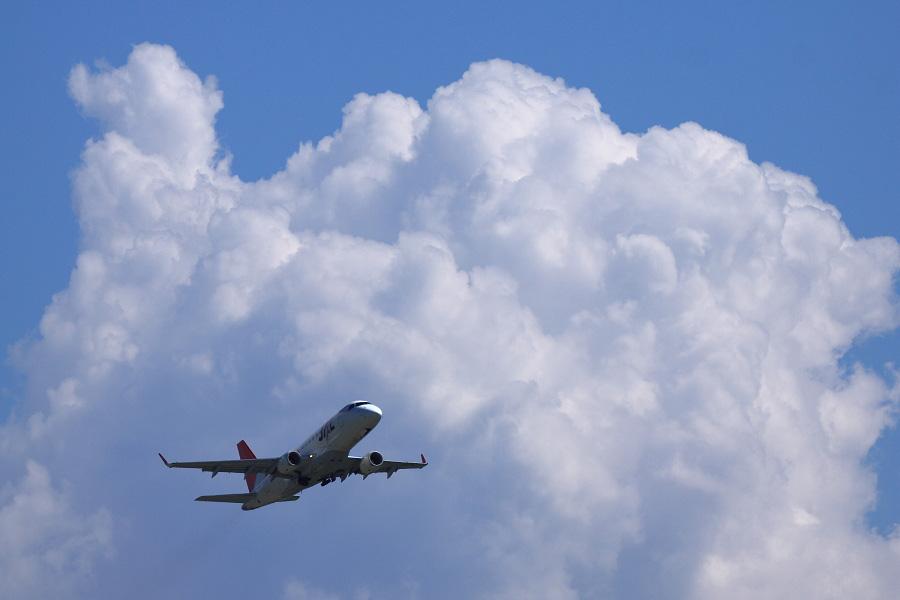 J-AIR Embraer170 / JAL2375 (JA214J)@エアフロントオアシス下河原沿道