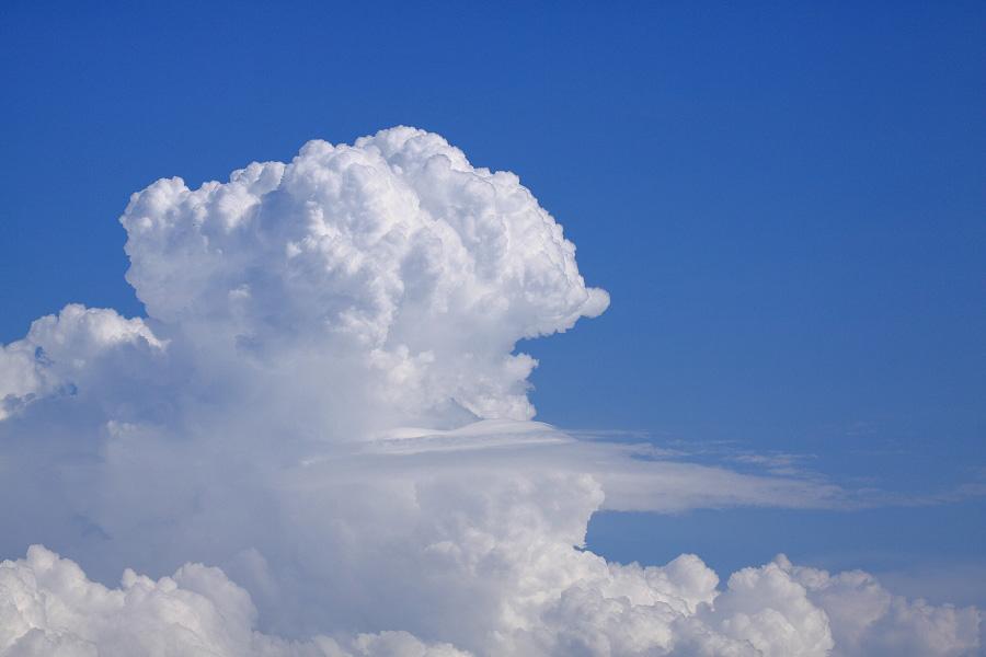 午後のヒトトキ・入道雲@エアフロントオアシス下河原沿道