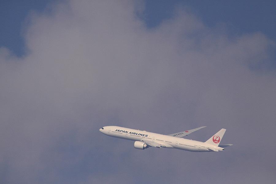 JAL B777-346ER / JAL3002 (JA743J)@RWY14Rエンド・猪名川土手
