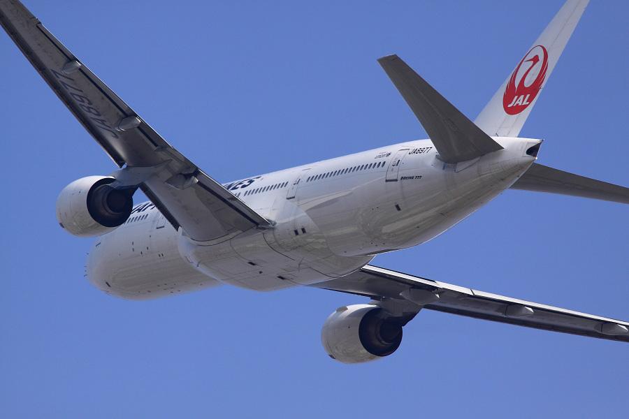 JAL B777-289 / JAL110 (JA8977)@RWY14Rエンド・猪名川土手