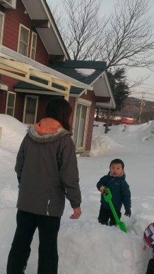 2014-02-16 ロッジ前雪かき3