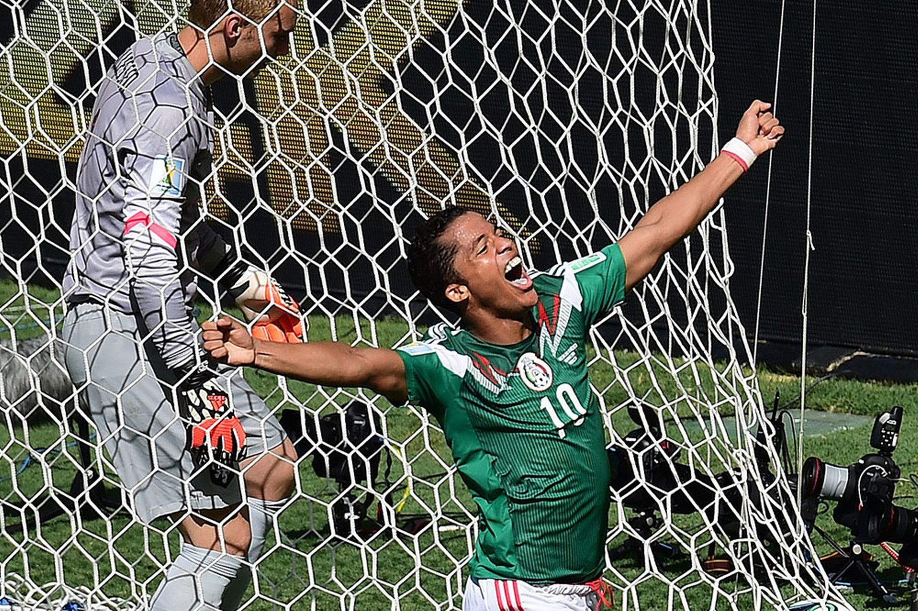 Netherlands-Mexico_Dos_Santos.jpg
