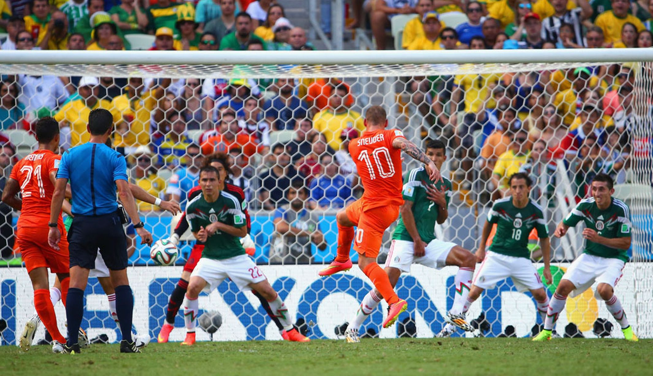 Netherlands-v-Mexico_Huntelaar.jpg
