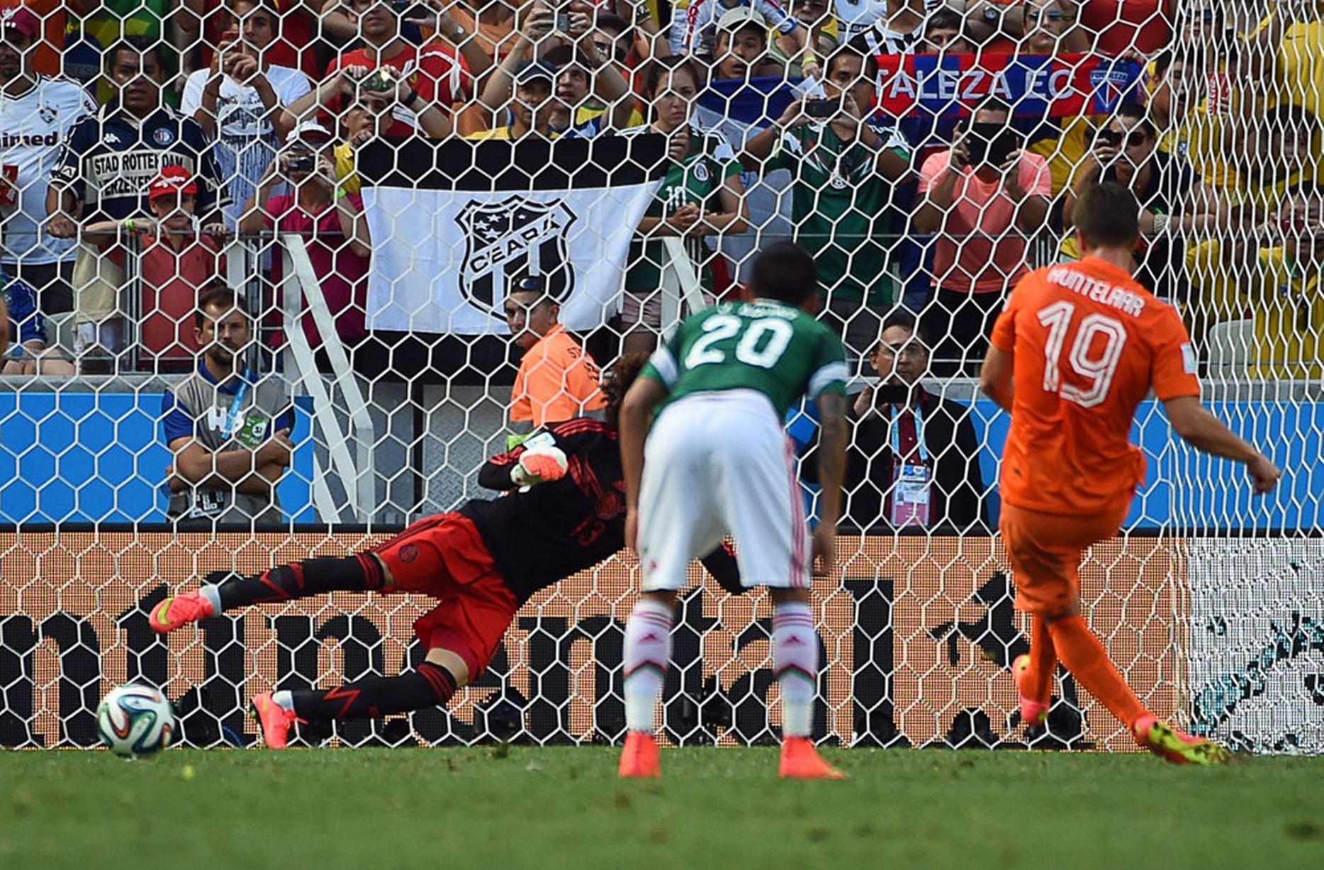 Netherlands-v-Mexico_Sneijder.jpg