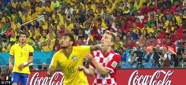 Neymar_elbow.jpg