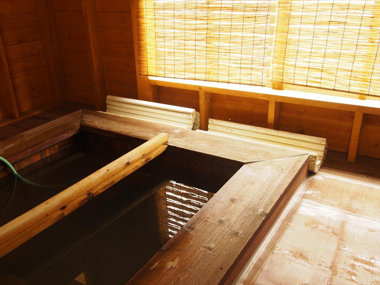 コテージ備え付けの温泉