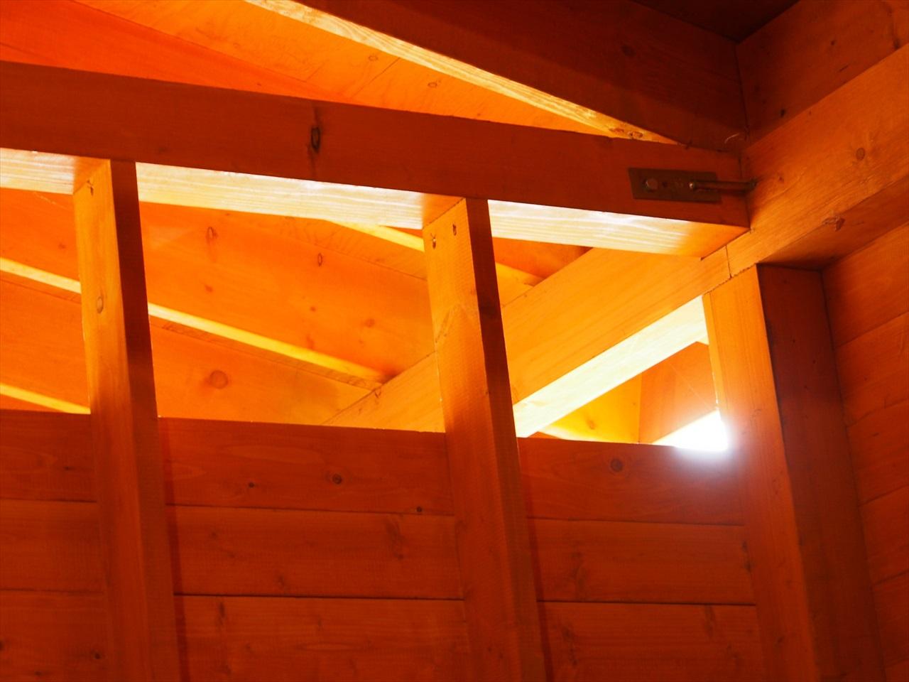 浴室に入る外の光