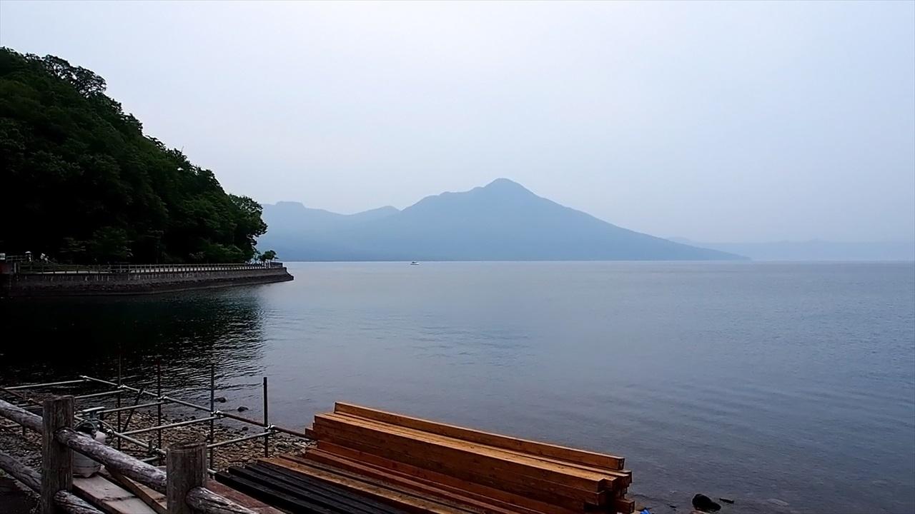 湖岸から眺めた支笏湖