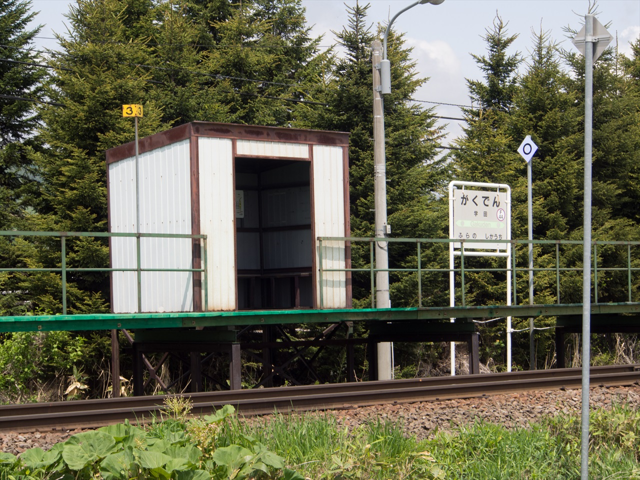 学田駅のホーム