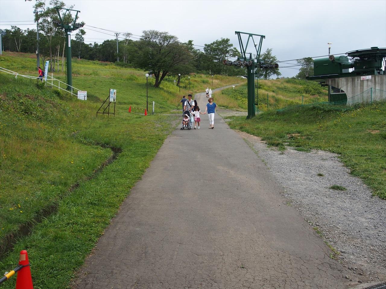 天狗山駐車場への道