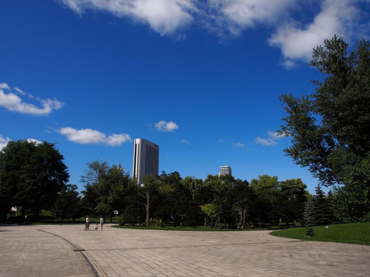 中島公園から見た青空