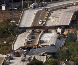 米ミシシッピ川の橋崩落事故