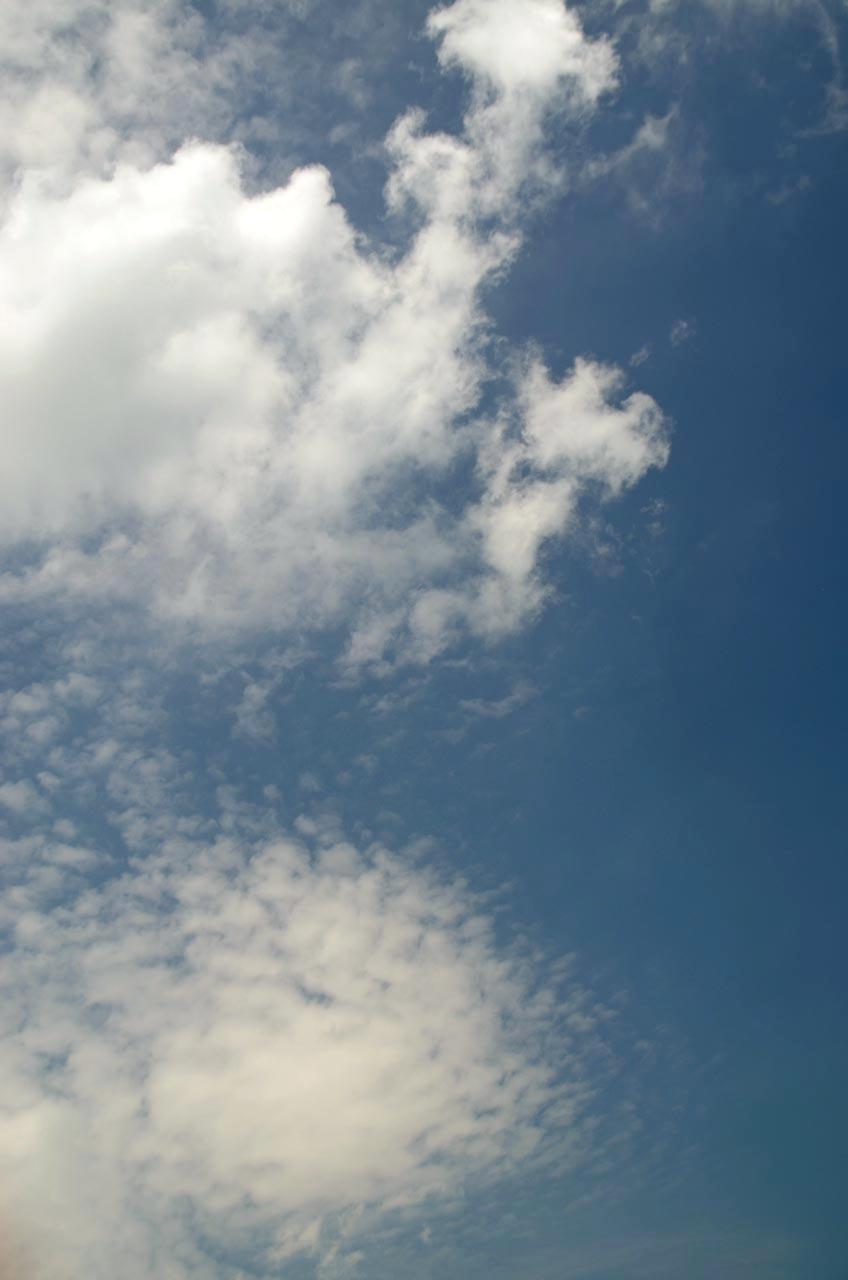 D70_3479風と空