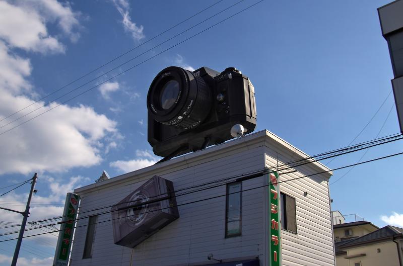 熊取の巨大なカメラ看板