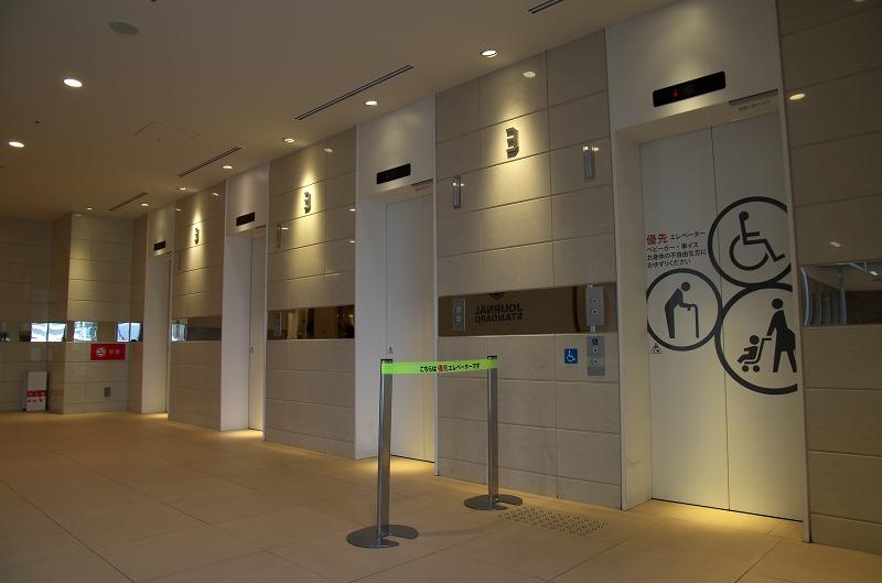 ルクア エレベーターホール