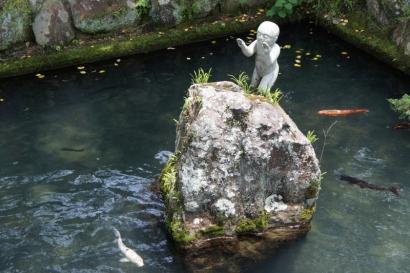 鯉とカワイイお地蔵さん?