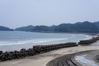 海はサーファーがいっぱい