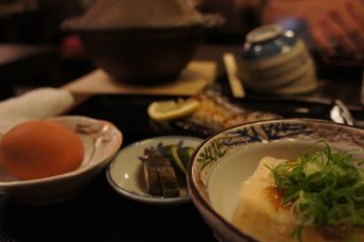 メインのほかに、揚げ出し豆腐やお魚など・・・