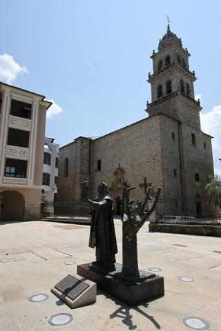 2406 Plaza Encina