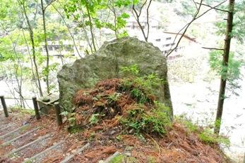 中津渓谷24岩門石