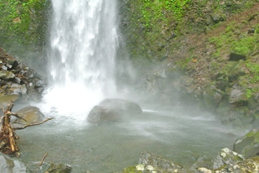 雨10滝壺