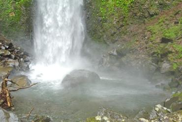 雨11滝壺