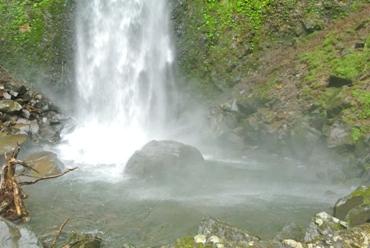 雨12滝壺