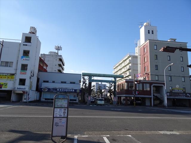 神宮駅の向かい側