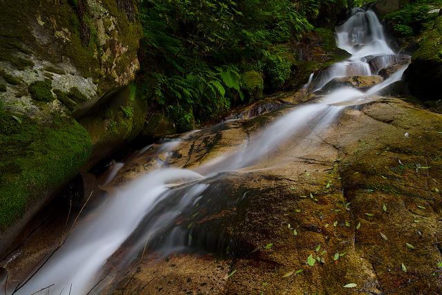 鳥取県西伯郡伯耆町 間賀の滝