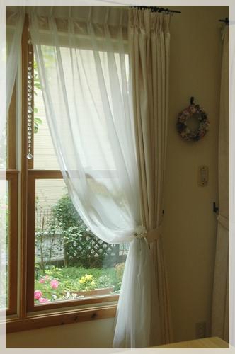 ダイニングの窓2