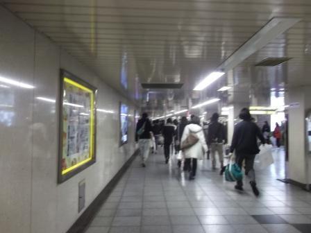 0325新宿地下道