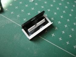 プラ材等で導光材押さえを作る