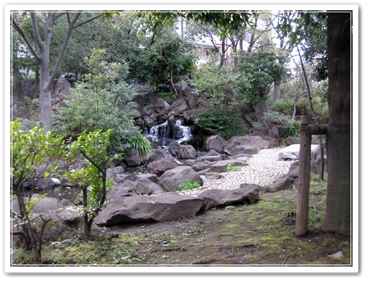 錦糸町 公園 ミニ滝