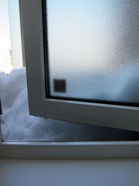 あかないバルコニー窓