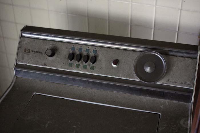 廃墟_円形ホテル「エノモト」_洗濯機アップ