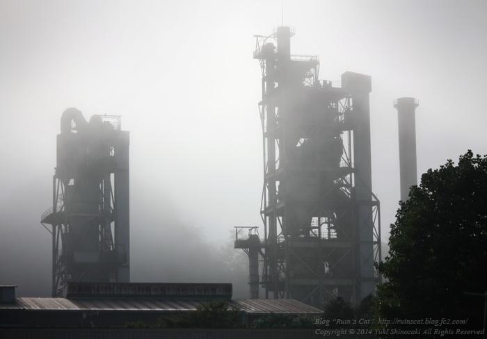 霧の中の秩父セメント