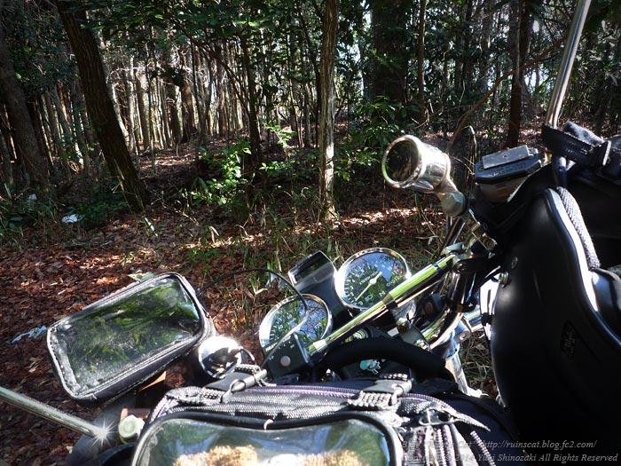 ダルマの里_01_バイクを降りる