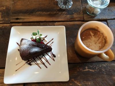 3月22日・ムニャのガトーショコラとカフェラテ