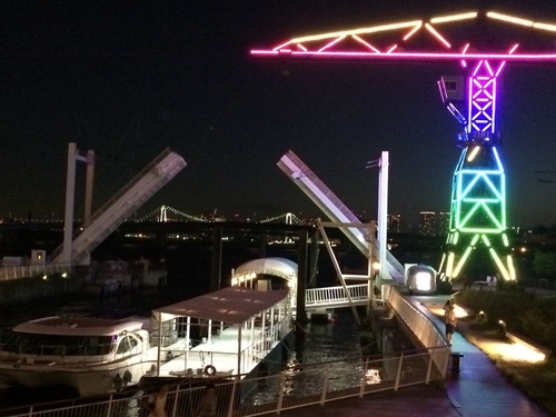 豊洲の橋・上がってます