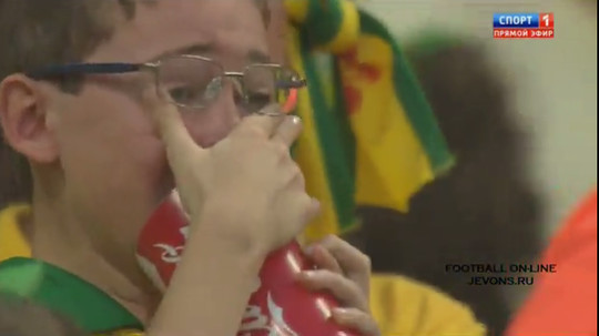 ブラジル大量失点に泣き出してしまう子供