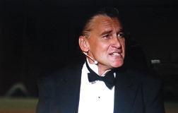 「白馬亭 」でレオポルド役を演じる ラインハルト・フェンドリヒ_ニホンモニター=ドリームライフ(DLVC-1195 )