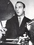ドラムスを叩くヴィクター・フェルドマン 1950s