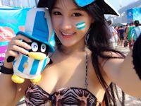 ワールドカップで盛り上がるブラジルに来た中国美女の自分撮りビキニ画像