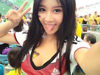 ワールドカップ・ブラジル戦のスタンドでドイツユニフォーム着て自分撮りしてる中国巨乳美女