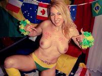 ワールドカップの試合予想をおっぱいに描いてTweetしてるブラジル美女のヌード画像