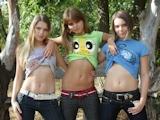 西洋の美少女3人 野外撮影ヌード画像 1