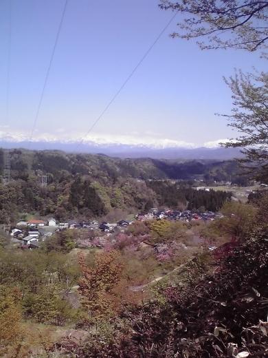 立山連峰と里の春