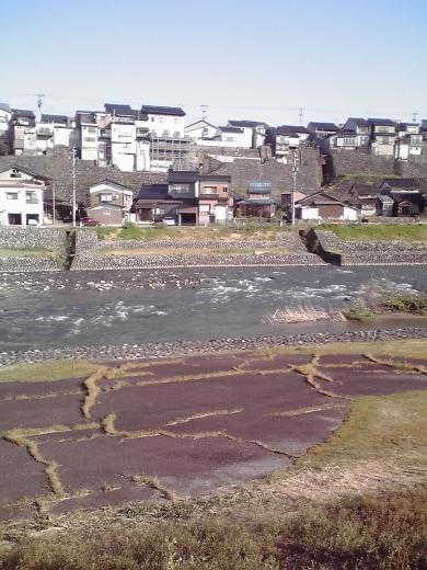 井田川と石垣の町