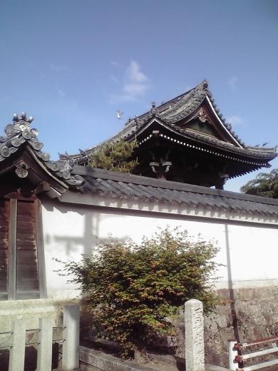 塀越しの鐘楼