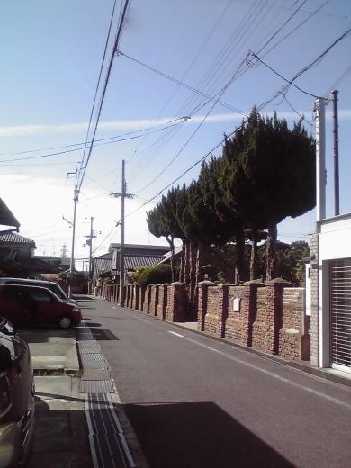 洋風街の煉瓦塀